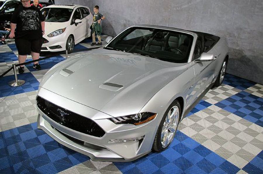 2018 Mustang Convertible Debuts at Barrett-Jackson Palm Beach