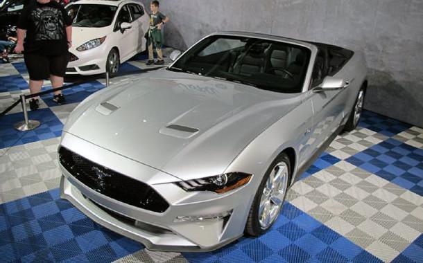 2018 Mustang Convertible Debuts at Barrett-Jackson Palm Beach